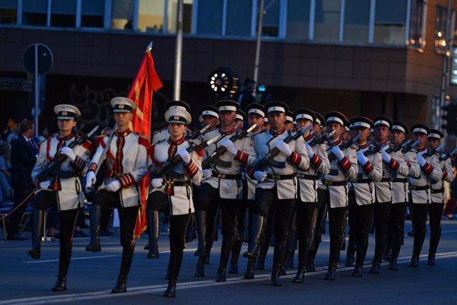 Desfile por el aniversario de la independencia de Madeconia del Norte