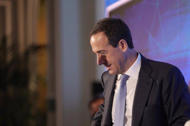 El consejero delegado de CaixaBank, Gonzalo Gortázar, participa en el desayuno Forum Europa, organizado por Nueva Economía Forum, en el Hotel Mandarin Oriental Ritz, a 6 de octubre de 2021, en Madrid (España).