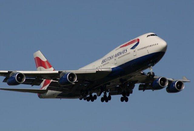 Archivo - Un 747 de British Airways sale hacia el aeródromo de Dunsfold, donde comenzará su nueva vida como plató de cine y televisión.