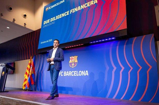 El director general del FC Barcelona, Ferran Reverter, explica la 'Due Diligence' encargada por el club para saber el estado económico y financiero en marzo de 2021, en una comparecencia en el Auditori 1899 el 6 de octubre de 2021