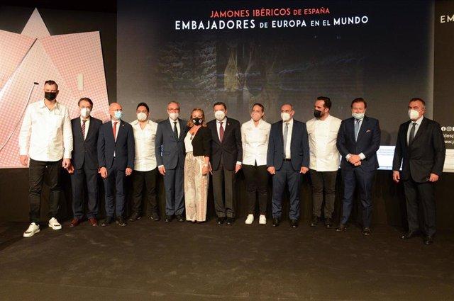 El ministro de Agricultura, Pesca y Alimentación, Luis Planas, en la presentación de la campaña internacional del sector del ibérico