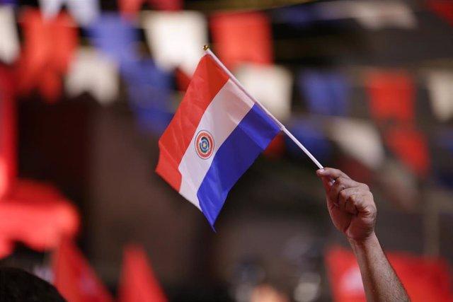 Archivo - Bandera de Paraguay.