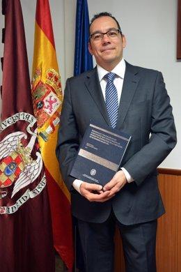 Archivo - El enfermero y director del Observatorio Enfermero del Consejo General de Enfermería de España, José Luis Cobos Serrano