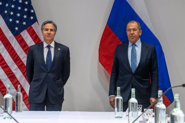 Archivo - HANDOUT - 19 May 2021, Iceland, Reykjavik: USSecretary of State Antony Blinken (L) receives Russian Foreign Minister Sergey Lavrov prior to their meeting. Photo: Ron Przysucha/US Department of State /dpa - ATTENTION: editorial use only and only