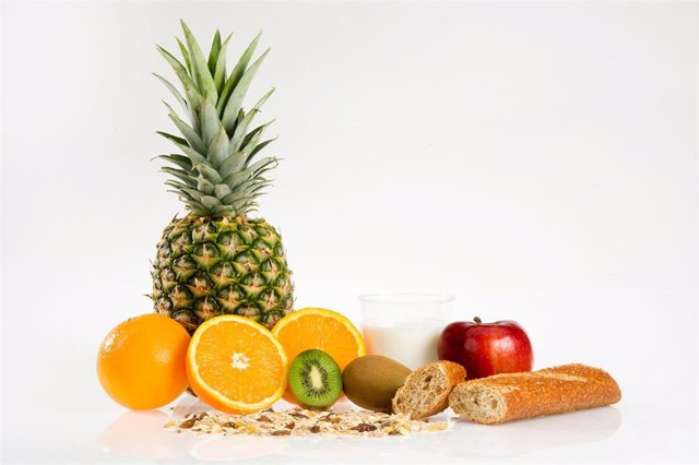 Archivo - desayuno, sano, saludable, comida, fruta, pan, integral, fibra, bodegón, tránsito intestinal