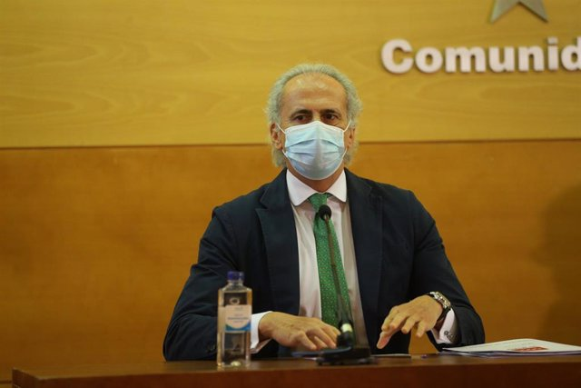 Archivo - El consejero de Sanidad de la Comunidad de Madrid, Enrique Ruiz Escudero,
