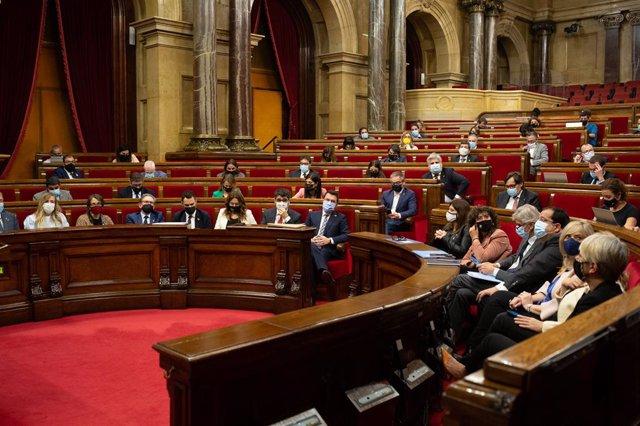 Arxiu - Vista general del ple al Parlament de Catalunya