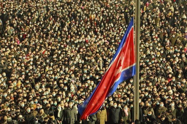 Archivo - Imagen de archivo de una bandera de Corea del Norte.