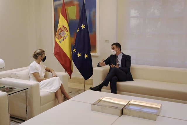 La ministra de Treball i Economia Social, Yolanda Díaz, i el president del Govern central, Pedro Sánchez