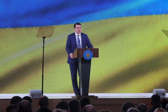 Archivo - Dimitro Razumkov, presidente del Parlamento de Ucrania durante una convención del partido Servidor del Pueblo.