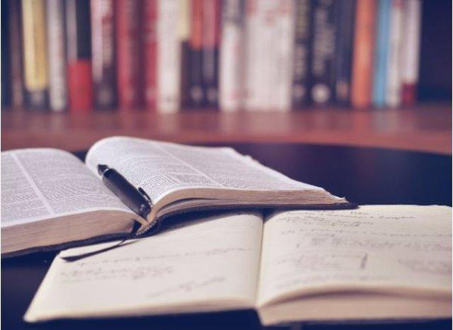 Archivo - Arxiu - Foto de recurs d'uns llibres