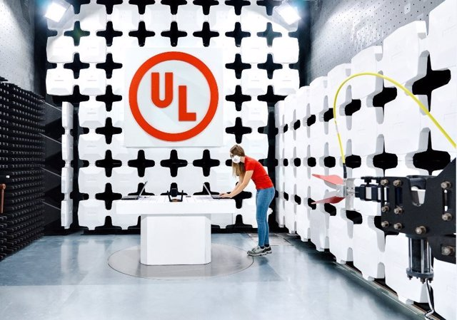 A UL technician conducts a wireless coexistence test inside UL's recently expanded EMC and wireless laboratory in Carugate, Italy. The ehanced facility enables UL to service a more diverse range of products for customers across multiple industries, includ