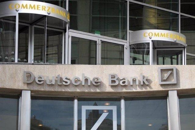 Archivo - Oficinas de Deutsche Bank y Commerzbank