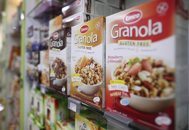Archivo - Productos para celiacos en la tienda 'Maná Productos Sin Gluten',  que ha seguido ofreciendo servicios con envíos a toda España durante el estado de alarma ante el día Internacional (16 de mayo) y Nacional del Celiaco (27 de mayo) en Madrid (Esp