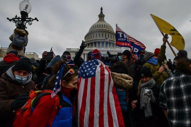 Seguidores de Donald Trump durante el asalto al Capitolio