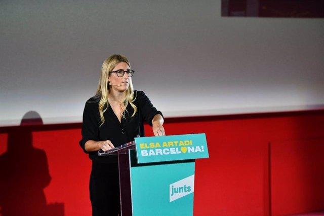 La presidenta del grup municipal de Junts a Barcelona, Elsa Artadi, durant l'acte per presentar la seva alternativa al Govern d'Ada Colau.