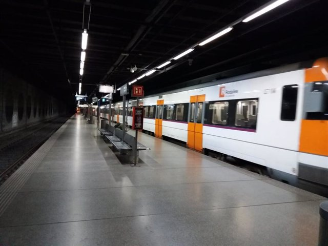 Archivo - Arxivo - Un tren de Renfe en una imatge d'arxiu.