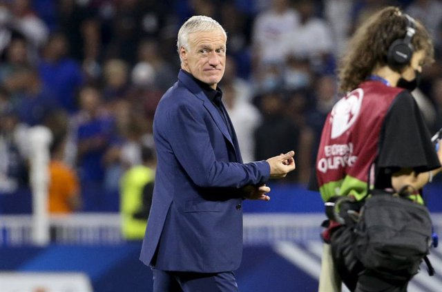 Coach of France Didier Deschamps salutes the supporters following the FIFA World Cup Qatar 2022, Qualifiers, Group D football match between France and Finland on September 7, 2021 at Groupama stadium in Decines-Charpieu near Lyon, France - Photo Jean Catu