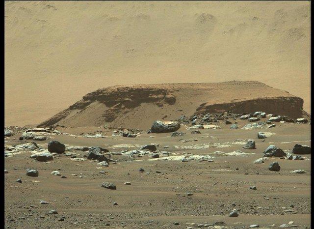 """Esta imagen de """"Kodiak"""", un remanente del depósito de sedimentos en forma de abanico dentro del cráter Jezero de Marte conocido como el delta, fue tomada por el instrumento Mastcam-Z de Perseverance el 22 de febrero de 2021."""