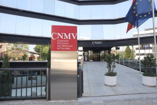 Archivo - Entrada pricipal del la Comisión Nacional del Mercado de Valores (CNMV) en Madrid.