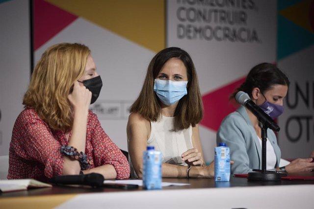 Arxiu - (E-D) La secretària d'Organització de Podem, Lilith Verstrynge; la ministra de Drets Socials i Agenda 2030, Ione Belarra, i la ministra d'Igualtat, Irene Montero, en un acte de Podem