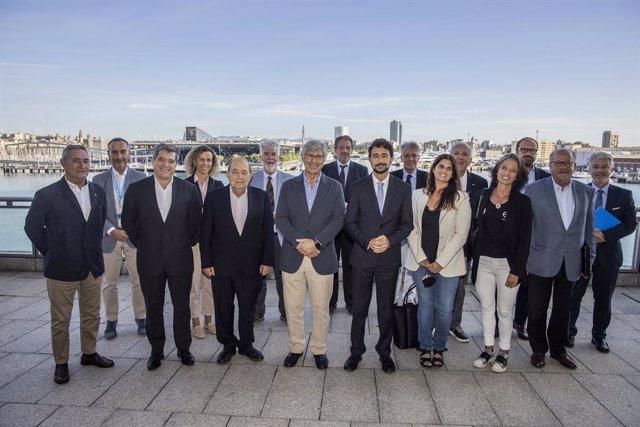Els representants del Port de Barcelona i del Barcelona Clúster Nàutic durant la trobada