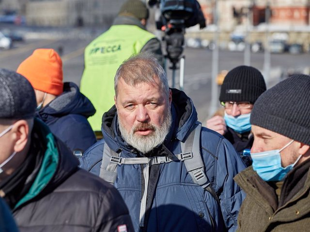 Archivo - Dimitri Muratov en un homenaje al fallecido Boris Nemtsov en febrero de 2021