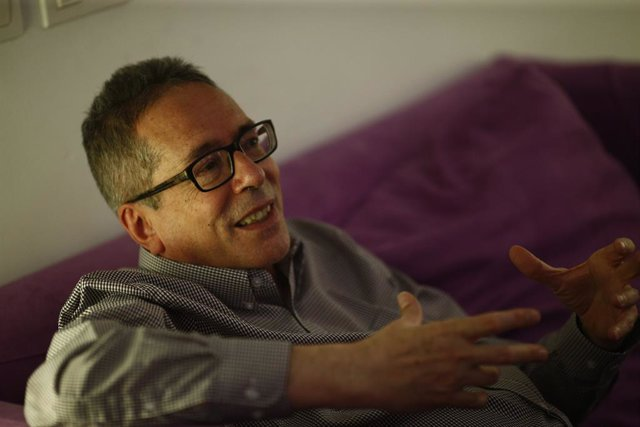 Archivo - Entrevista con César Aira para presentar la Biblioteca César Aira