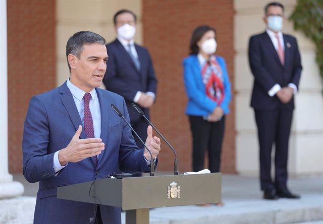 El presidente del Gobierno, Pedro Sánchez, en una rueda de prensa tras una reunión con el secretario general de la OTAN, en el Palacio de la Moncloa, a 8 de octubre de 2021, en Madrid, (España). El encuentro se produce apenas dos semanas después de la reu