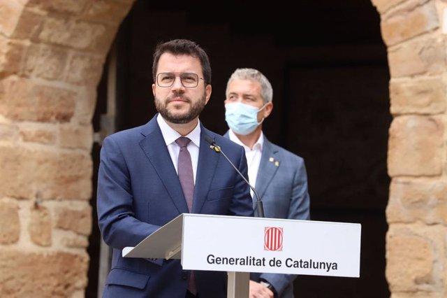 El president de la Generalitat, Pere Aragonès, i el conseller d'Educació, Josep González-Cambray