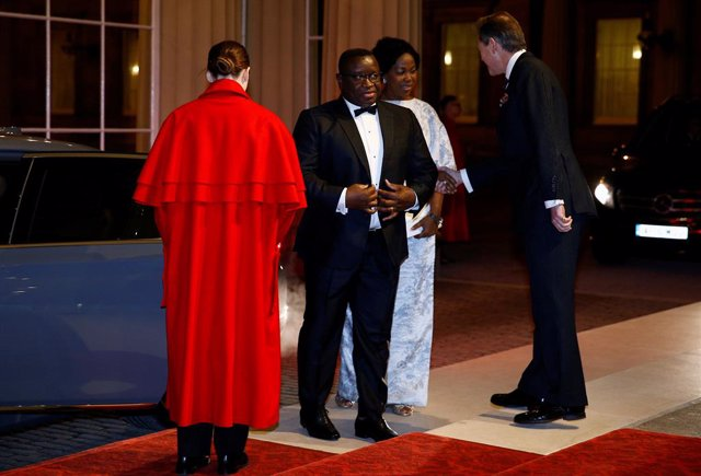 Archivo - 20 January 2020, England, London: President of Sierra Leone Julius Maada Bio (2nd L) arrives for a reception at Buckingham Palace as part of the 2020 UK-Africa Investment Summit. Photo: Henry Nicholls/PA Wire/dpa