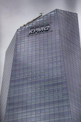 Archivo - Sede de Fundación KPMG en España situada en la Torre de Cristal, en Madrid (España), a 22 de febrero de 2021.