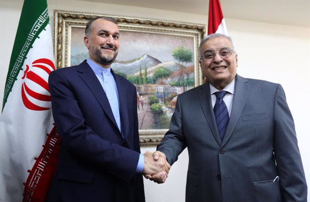 El ministro de Exteriores de Irán, Hossein Amir Abdollahian, y su homólogo libanés, Abdalá Bou Habib.