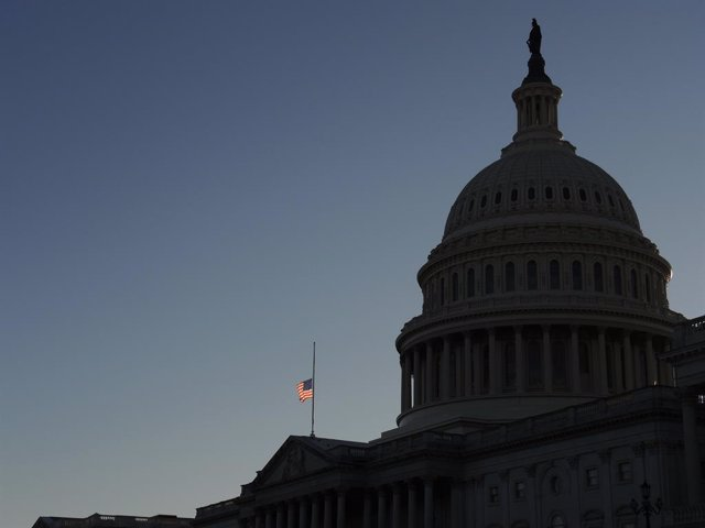 Archivo - 09 January 2021, US, Washington: A US flag flies at half-mast at the US Capitol in memory of police officer Brian Sicknick. Sidnick died as a result of injuries sustained during a riot by pro-Trump supporters who stormed and vandalized the Capit