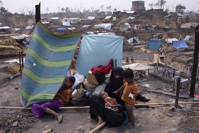 Archivo - Campamento de refugiados rohingya tras un incendio en marzo de 2021