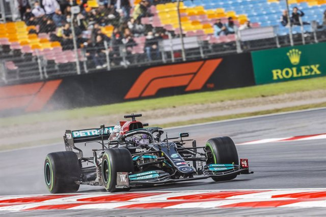 44 HAMILTON Lewis (gbr), Mercedes AMG F1 GP W12 E Performance, action during the Formula 1 Rolex Turkish Grand Prix 2021, 16th round of the 2021 FIA Formula One World Championship from October 8 to 10, 2021 on the Istanbul Park, in Tuzla, Turkey - Photo F