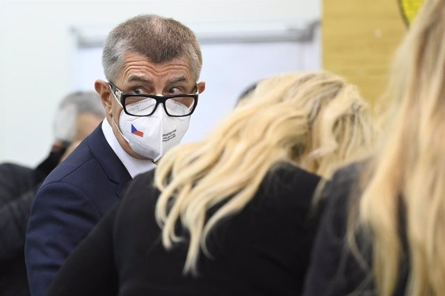 08 October 2021, Czech Republic, Lovosice: Andrej Babis, Prime Minister of Czech Republic, casts at a polling station. during the Czech parliamentary election. Photo: Deml Ondej/CTK/dpa
