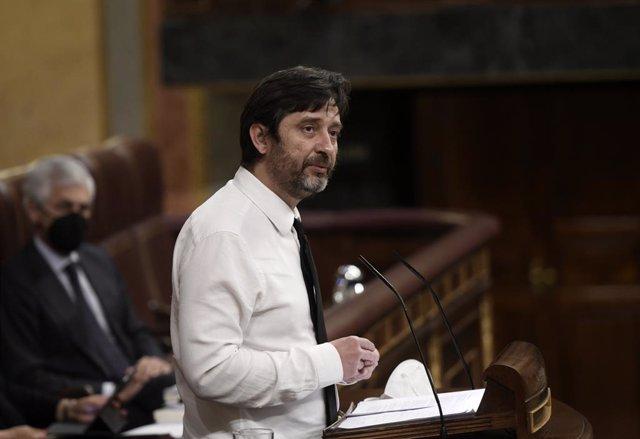 Archivo - El diputado de Unidas Podemos Rafa Mayoral interviene durante una sesión plenaria en el Congreso de los Diputados, a 13 de mayo de 2021, en Madrid, (España).