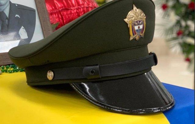 Funeral por un agente de la Policía Nacional de Colombia muerto en un ataque de la guerrilla
