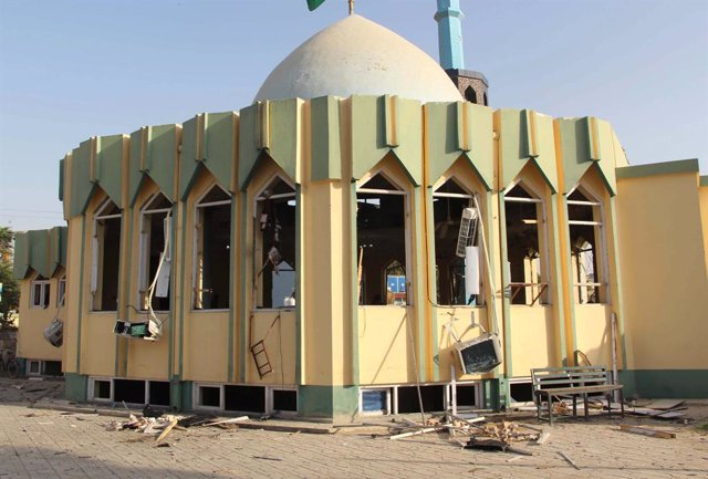(211008) -- KUNDUZ, Oct. 8, 2021 (Xinhua) -- Photo taken on Oct. 8, 2021 shows the site of an explosion at a mosque in Kunduz city, northern Afghanistan. At least 18 worshipers were killed and over 50 others wounded when a bomb attack hit a mosque during