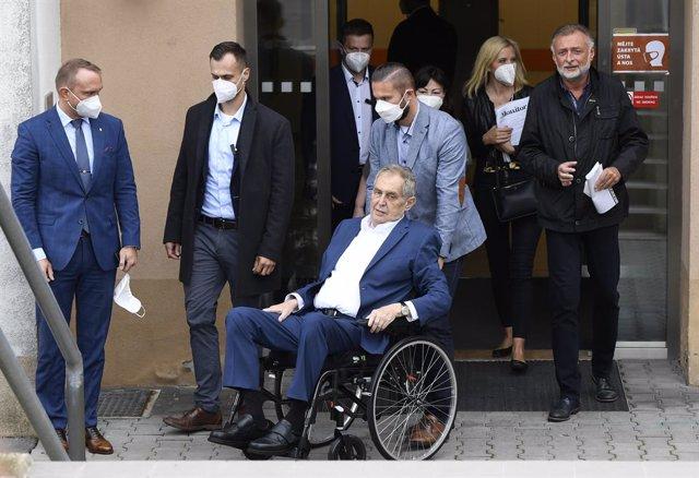 El president de República Txeca, Milos Zeman, després de rebre l'alta en un hospital militar de Praga