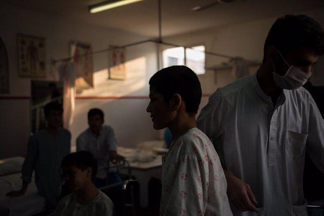 Archivo - Pacientes y médicos en un hospital de la capital de Afganistán, Kabul