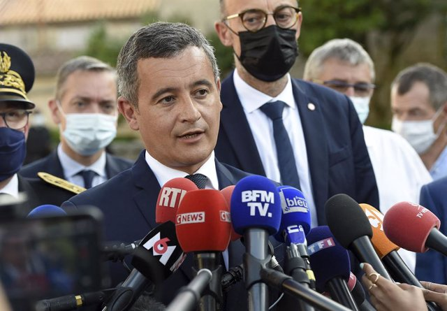 Archivo - 09 August 2021, France, Saint-Laurent-sur-Sevre: French Interior Minister Gerald Darmanin (C) speaks during a press conference after a french catholic priest, aged 60, has been found dead today in Saint-Laurent-sur-Sevres, Western France. Photo: