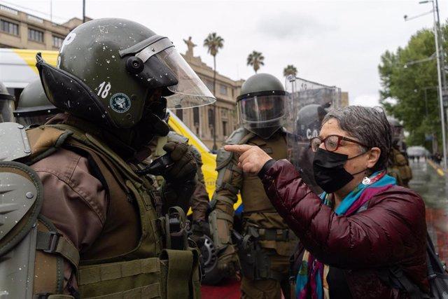 Manifestación en Chile en marco del Día del Encuentro entre Dos Mundos, que se celebra cada día 12 de octubre