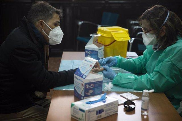Archivo - Aragón notifica 21 nuevos casos de COVID-19 y ningún fallecido en las últimas 24 horas.
