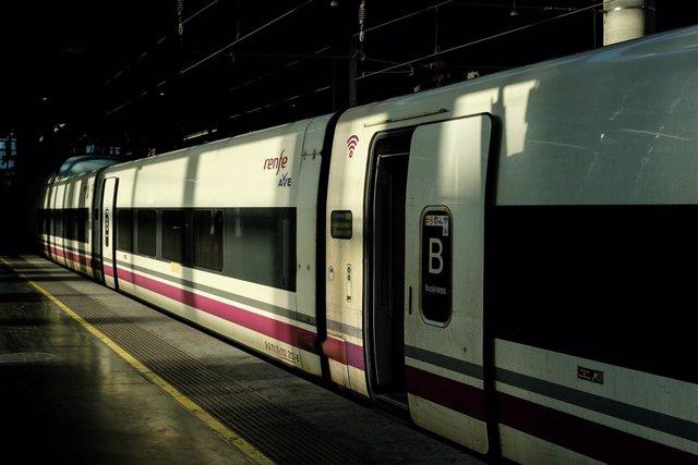 Archivo - Arxiu - Imatge de recurs d'un tren de Renfe