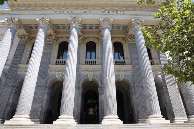 Archivo - Fachada del Palacio de la Bolsa de Madrid