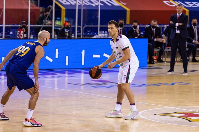 Archivo - Gal Mekel of Unicaja in action during the Liga Endesa ACB match between FC Barcelona and Unicaja at Palau Blaugrana on March 16, 2021 in Barcelona, Spain.