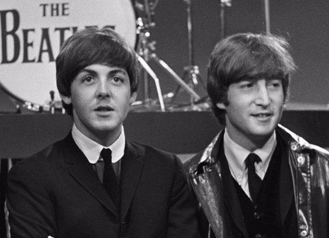 Archivo - Paul McCartney junto a John Lennon