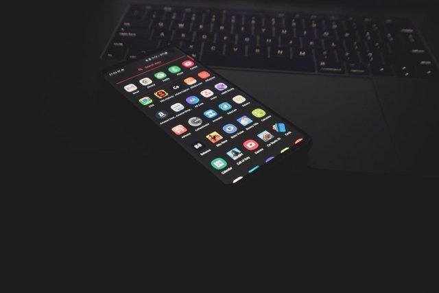 Archivo - Aplicaciones en un móvil Android.